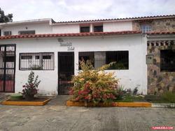 Casa En Venta En Cua, Las Brisas,grande Con 2 Anexos Y Local