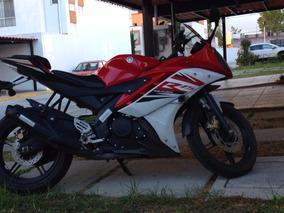 Yamaha R15 Roja