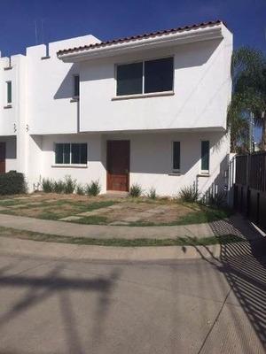 Casa En Venta Fraccionamiento Alameda, Residencia En Venta Dentro De Privada