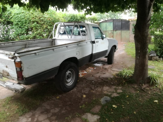 Toyota Hilux Año 1981 - Cabina Simple $ 220.000