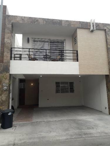 Casa En Renta En Col. Privada Residencial En Apodaca