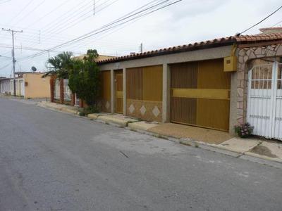 Casa En Venta En Villas Paraiso Codigo Flex 17-9808 Jan