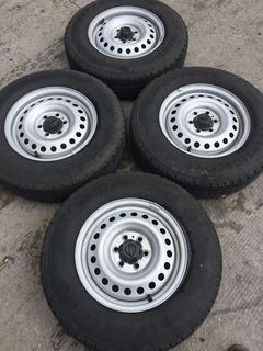 Rines 15 Nissan Np300 2.4l Doble Cabina No Incluyen Llantas