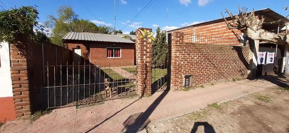 Casa Con 5 Ambientes Y 1 Baño Cuarto De Guardado Y Quincho