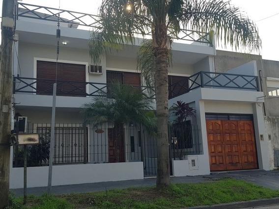 Hermosa Casa De 4 Dormitorios Y 3 Baños Parque Y Piscina