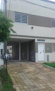 Duplex De Dos Dormitorios Y Cochera En Alquiler