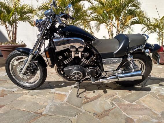 Motocicleta Yamanha V-max 1200
