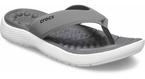 Sandalia Crocs Caballero Reviva Flip M Gris/blanco
