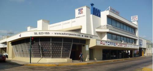 Venta Edificio Con Amplio Estacionamiento En El Corazón Del Barrio De Santiago