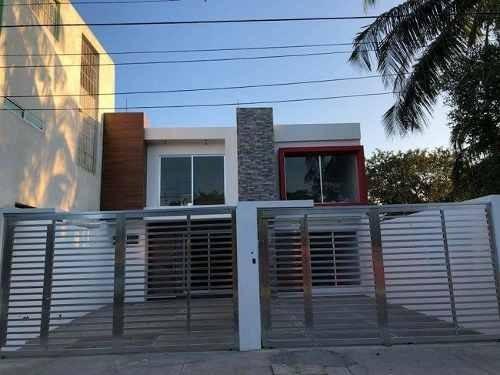 Casa Nueva En Playa Linda Con Excelentes Acabados