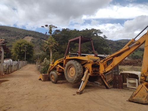 Imagem 1 de 3 de Reto Escavadeira