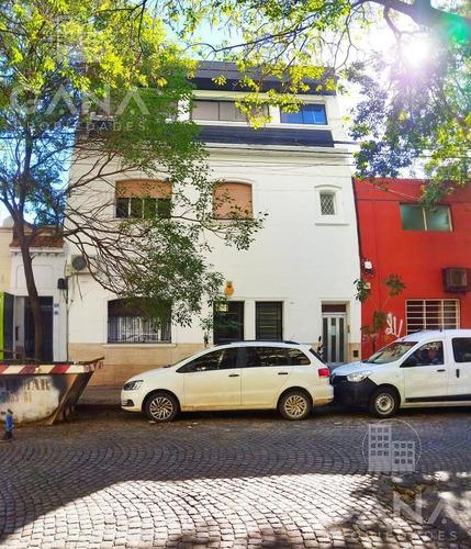 Casa De Pasillo En Barrio Martin, A Reciclar, Excelente Oportunidad.