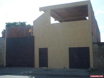 Casas Con Local Comercial Sect La Guacamaya En Venta