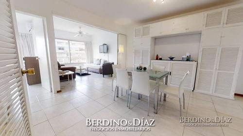 Apartamento De 1 Dormitorio En Edificio Clásico De Punta Del Este- Ref: 636