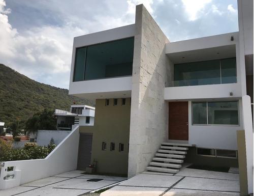 Una Casa De Altura