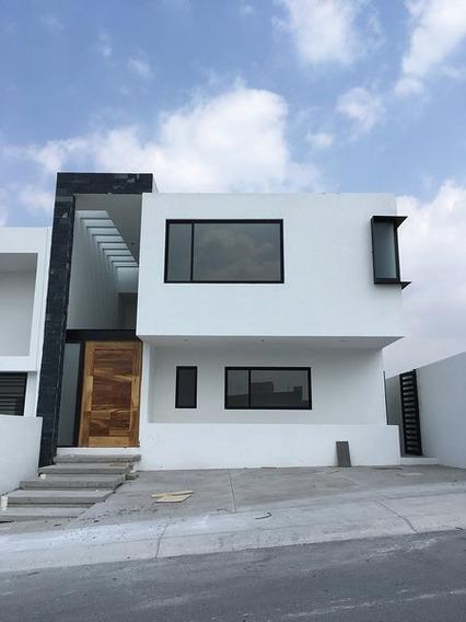 Hermosa Residencia A 3 Niveles, Lomas De Juriquilla, 3 Recámaras, Cto Serv, Lujo