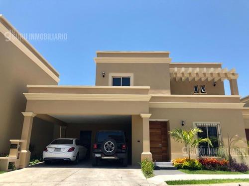 Casa En Venta Con Alberca En Mazatlan - Fraccionamiento Raices