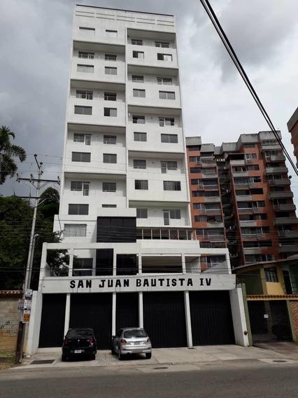 Apartamento En Alquiler Semi Amoblado,en Pueblo Nuevo