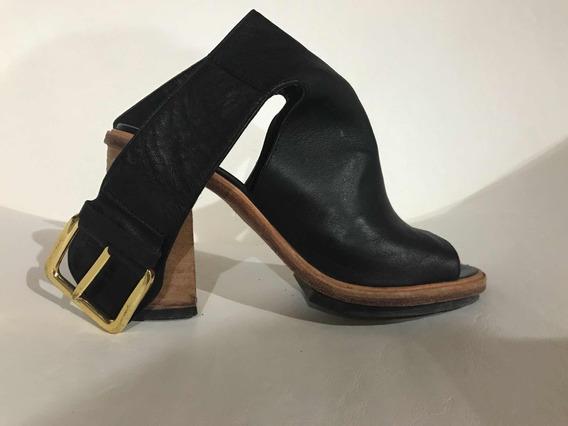 Sandalias De Cuero En Color Negro