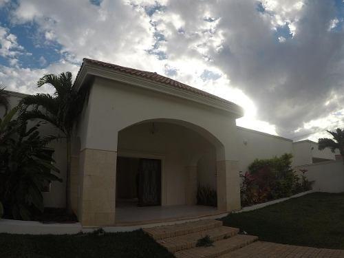 Casa En Renta En Fraccionamiento Montebello