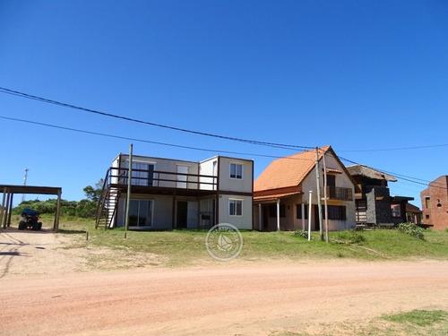 Casa Y Dos Bungalows En Punta Del Diablo A 50mt De La Playa