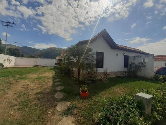 Casa En Venta En La Cumaca, San Diego Carabobo 19-20117 Em