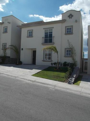 Casa Amueblada En Privada, Juriquilla, 3 Recamaras, Jardín,