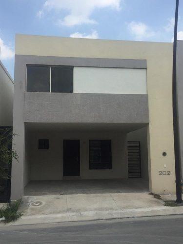 Casa Venta En Fraccionamiento Montenova Completamente Nueva!