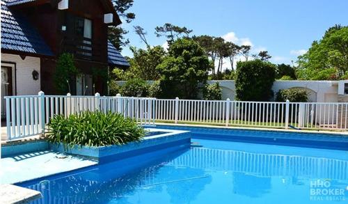 Hermosa Casa En Alquiler A Pasos Del Mar- Playa Brava - Punta Del Este-ref:2047
