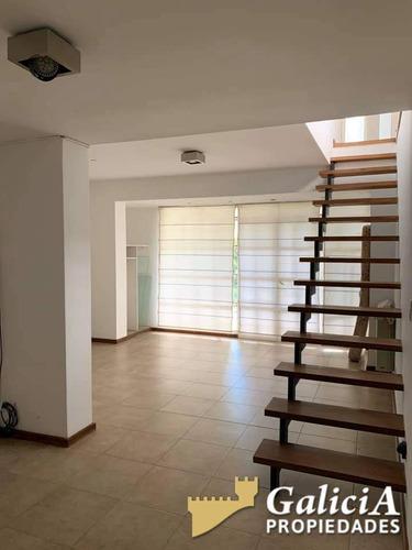 Vendo Hermosa Casa Con Amplio Jardin A Mts De Rafael Nuñez Al 5900