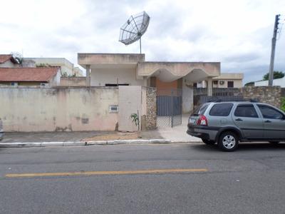 Casa Ampla Piscina De Frente Para O Nascente,com 12 Cômodos.