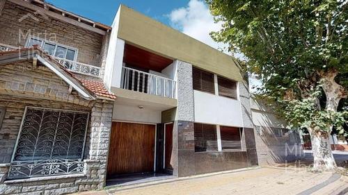Casa Venta - Calle 24 Entre  66 Y 67 - La Plata