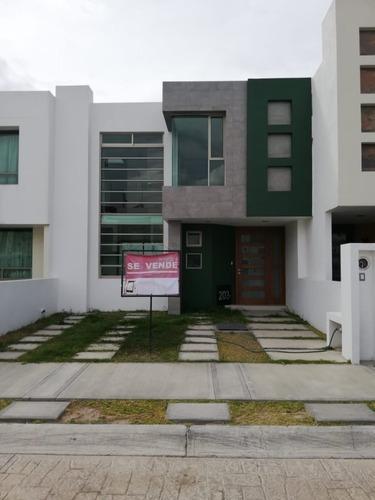 Hermosa Casa Dentro De Privada, Detras Plaza La Explanada