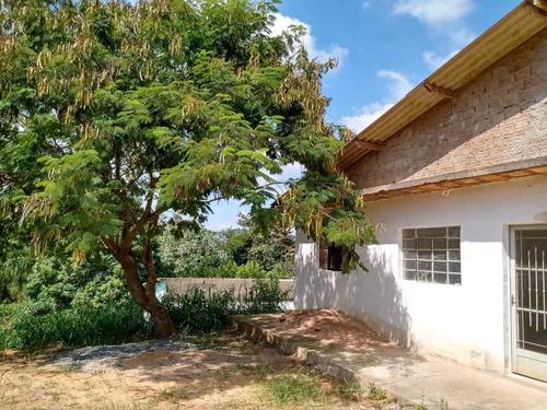 1.240 M², 160 M² De Área Construída, 02 Suítes,sala, Cozinha