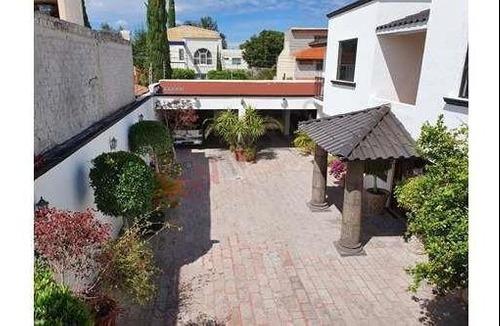 Hermosa Residencia Céntrica Con Finos Acabados.