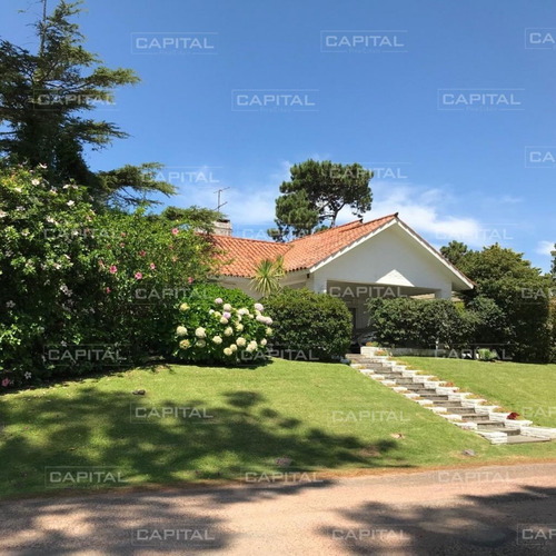 Casa En Cantegril Punta Del Este + Venta- Ref: 24792