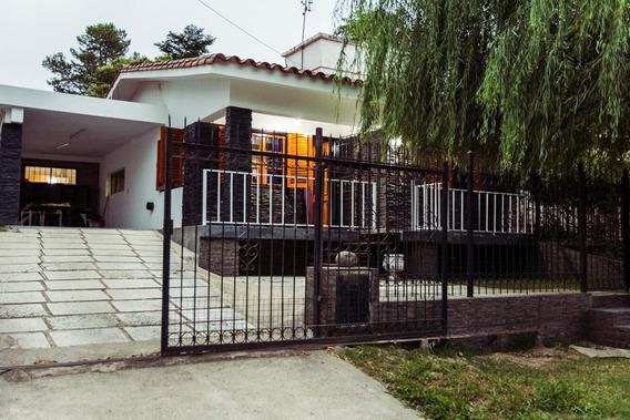 Casa Con 3 Dorm, 2 Cocinas, Cochera