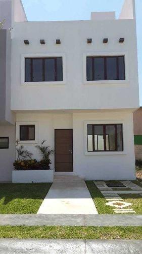 Renta/venta De Casa En Residencial En Playa Del Carmen