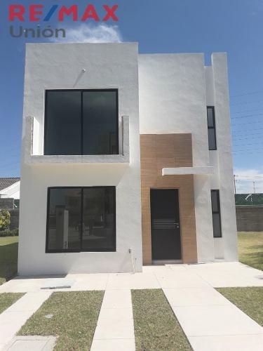 Venta De Casa En Residencial San Gerardo. Mod. Viena Coto 83