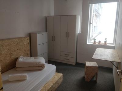 Habitación Individual Para Mujeres Cerca De La Uba Recoleta