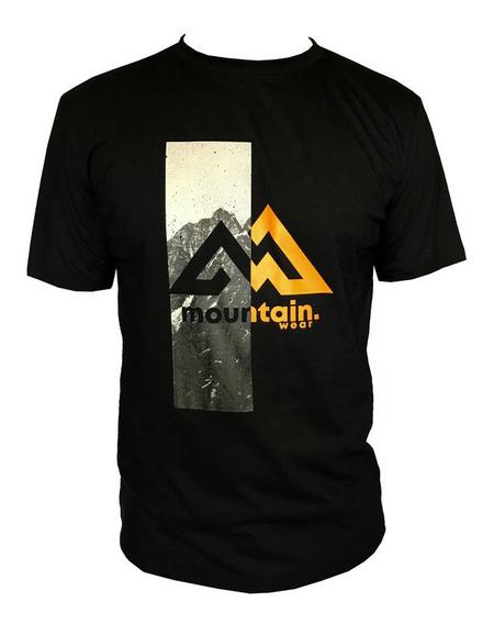 Camiseta Mountain Wear Preta / Cm05