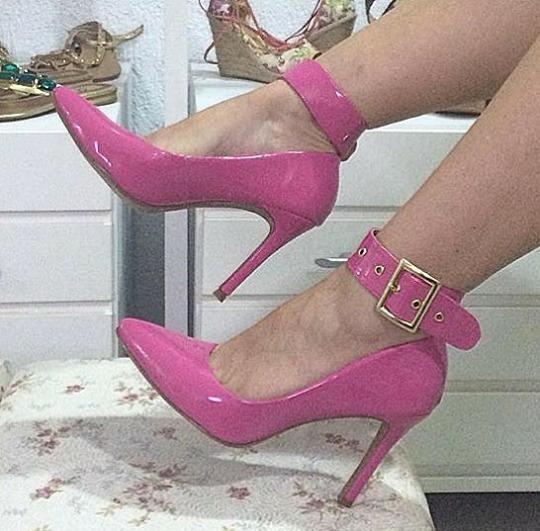 Sapatos Femininos Scarpins Fivela Larga