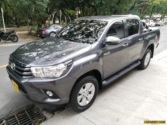 Toyota Hilux 2.4 Diésel Mecánica 4x4