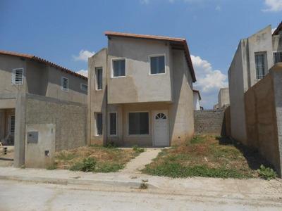 Townhouse En Venta Cagua Centro Codflex 18-3637 Dlr