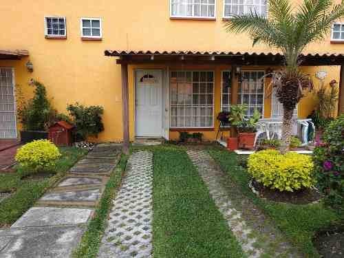 Casa Con Areas Comunes Como Alberca.