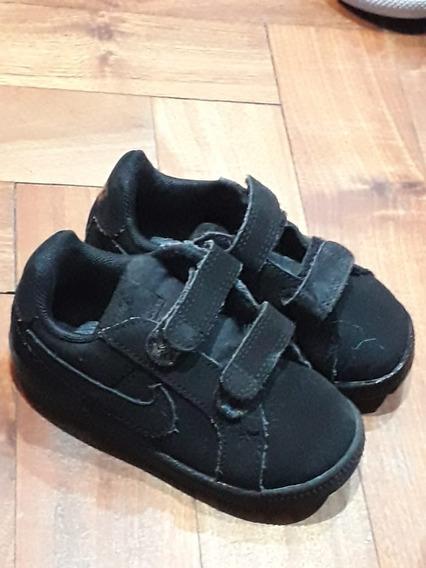 Zapatillas Nike. De Vestir