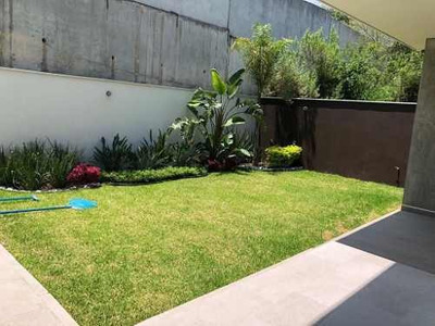 Preciosa Casa Con Alberca En Planta Baja, Con Vista Desde La Cocina Y