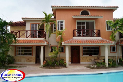 Casa Dúplex De Venta En Residencial Bávaro, Republica Dom.