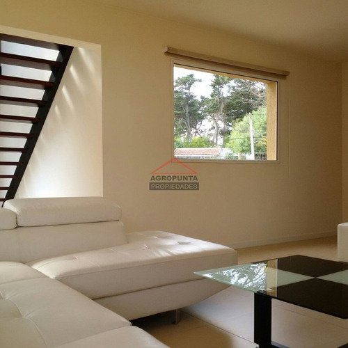 Moderna Casa En Inmediaciones De Laguna Del Diario - Pinares * 3 Dormitorios- Ref: 5380
