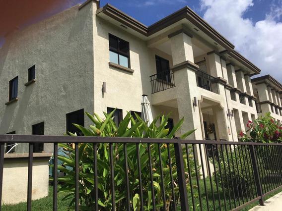 Casa En Venta En Clayton Embassy Club #20-6089hel**